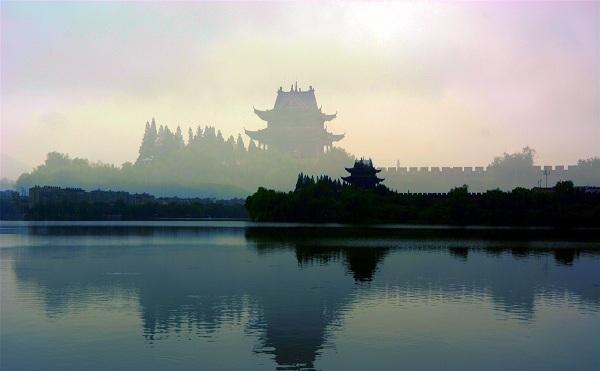 世界上最宽的护城河在哪?世界上最宽的护城河是襄阳护城河吗?
