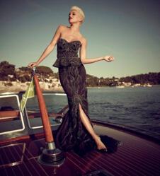 世界上最贵的裙子价值3576万,奶茶妹妹4万连衣裙太便宜