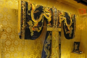 世界上最贵的衣服,中国龙袍售价730万美金(各个贵得流鼻血)