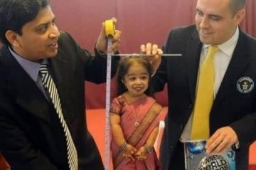 世界上最矮的女人 身高仅62.8厘米