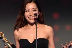 她靠化妆27岁登福布斯排行榜 陪美国第一夫人逛日本