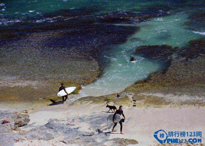 盘点澳大利亚十大冲浪海滩 让人回味无穷