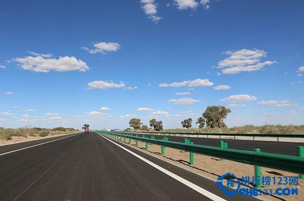 京新高速公路沙漠段景色图片
