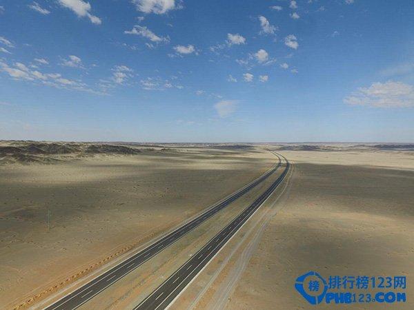 京新高速穿越沙漠图片