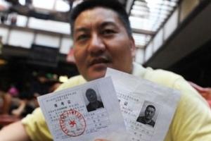 中國高考最牛釘子戶,49歲高考生梁實(33年參加高考20次)
