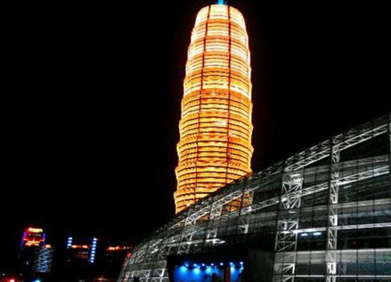 河南郑州大玉米楼,曾经的中原第一高楼(高280米)
