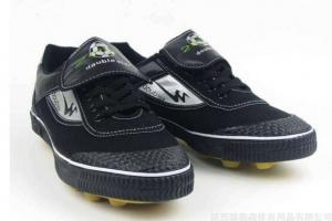 """世界上第一双带钉鞋,""""福斯特""""跑鞋(发明于1895年)"""