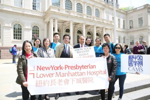 多家医疗机构等参加集会,呼吁华人重视肝炎筛查。(美国《世界日报》记者洪群超/摄影)