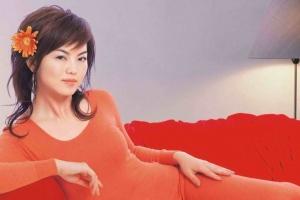 曝李湘早年内衣广告 明星早年罕见广告镜头盘点