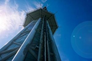 免费韩国成人影片上最高的跳楼机,广州塔跳楼机玩心跳(484米/1秒落地)