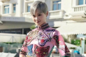李宇春旗袍裝亮相 卓偉為何放棄跟拍李宇春
