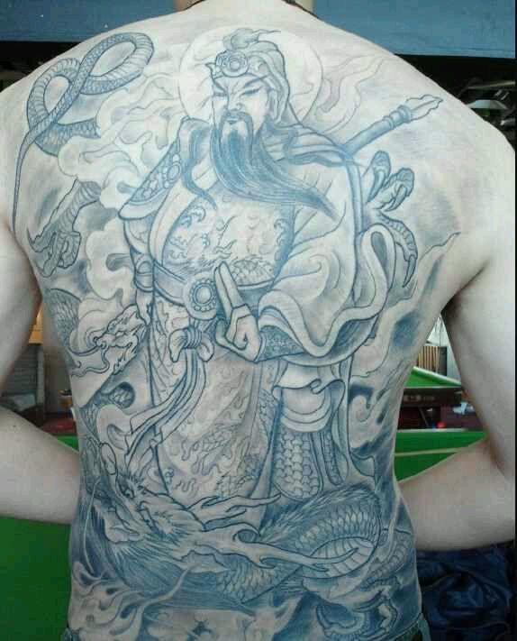 纹身关公的下场图片