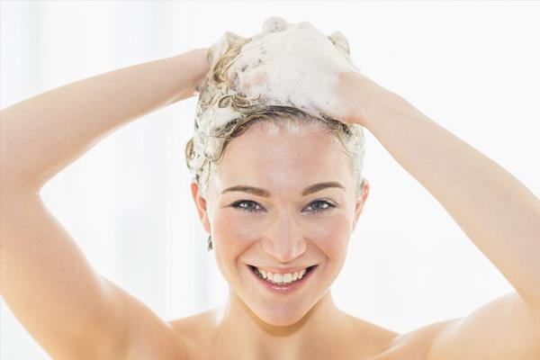 洗澡为什么不能先洗头,先洗头会猝死吗?