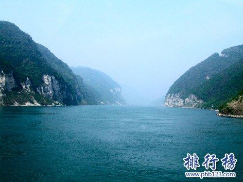 中国最长的河流,长江自西而东横贯中国中部(全长6300千米)