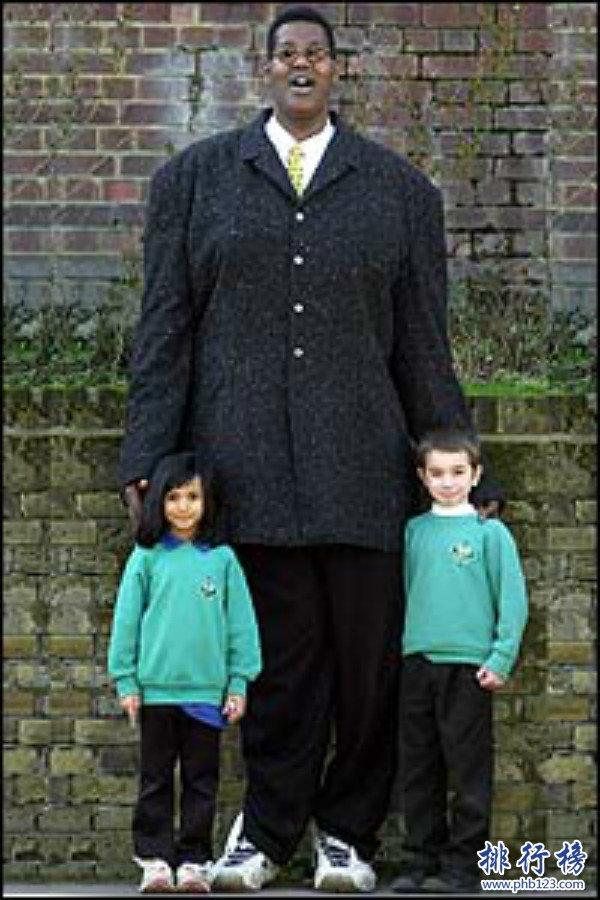 世界上手最长的人是谁,鲍喜顺手大如蒲扇