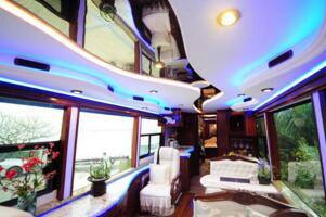 国产最大的房车:车身长14米,造价800万