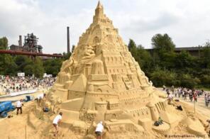 世界上最高的沙堡:16.68米,由3500吨沙子打造