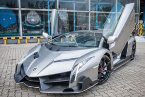 兰博基尼最快的跑车:毒药Veneno最高时速355km/h(限量3台)