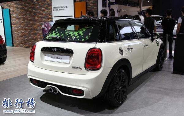 宝马最小的车:宝马MINI Cooper(最适合女生开的车)