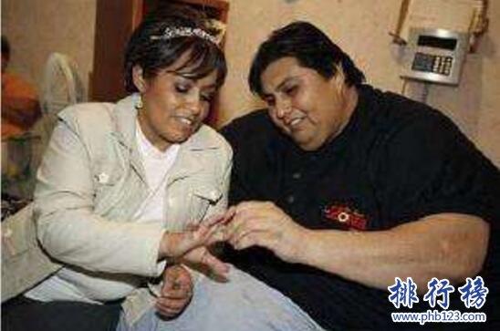 世界上最胖的男人:曼努埃尔·乌里韦(体重1120斤还找到了老婆)