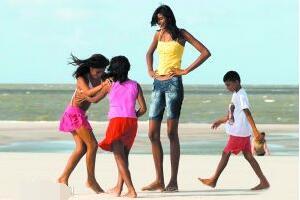 世界上最高的儿童,艾利萨尼·席尔瓦14岁2.07米(男朋友仅1.6米)