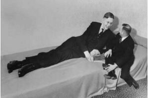 美国最高的人罗伯特·潘兴·瓦德罗,身高2.72米体重444斤