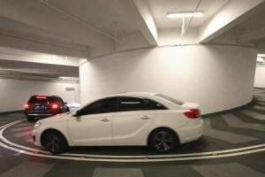 重慶最难停的停车库:国金中心地下停车库 下5层绕8圈
