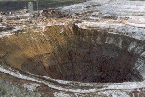 最大人力挖掘矿坑:南非金伯利钻石矿坑 钻石总量1.07米