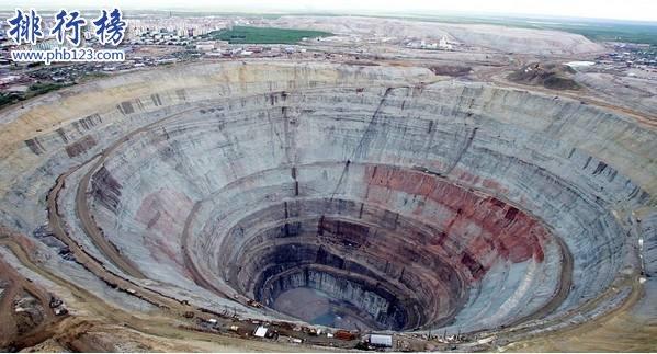 世界著名的4大钻石矿坑:西伯利亚米尔钻石矿坑深达525米