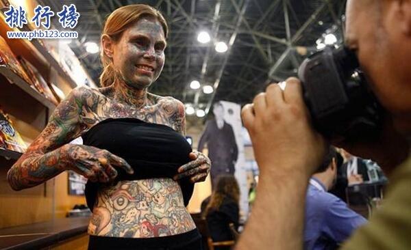 全世界纹身最多的人_世界上纹身最恐怖的女人:朱莉亚·吉娜斯 见不得光(私房照)
