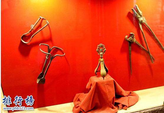 西方对付女人的十大酷刑:每个都惨不忍睹!