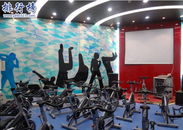 导语:夏季到了健身必不可少,为了穿上美丽的衣服每一个健身者为了身材而选择健身项目来改善自己的身材,那么你知道在首都有哪些比较好的健身俱乐部吗?今天排行榜123网小编为大家盘点了北京十大健房的介绍。    北京十大健身房    1.中体倍力    2.浩沙健身hosafitness    3.Powerhouse宝力豪    4.良子健身    5.奥迈    6.动岚健身    7.奇迹健身    8.昌平丹彤健身    9.艾瑞得健身    10.贝斯富特健身    十、贝斯富特健身    官网:https://www.linkedin.com/    地址:朝外大街26号雅宝商场二层东南角    贝斯富特健身有私人教练,健身器材不是很多,每天7点开门教练定制了特别的餐饮美食,关注每一位客户的需求为每一个客户打造适合自己的健身计划。    九、艾瑞得健身    地址:北京市潞通大街191号    艾瑞得健身是一家大型的游泳建设会所北京十大健身房之一,这里有全套的健身器材和半标游泳池,帮助客户制定20多种团体课程,专业的教练认真负责,环境也是非常不错的。    八、昌平丹彤健身    地址:东关唐人世纪音乐广场5层    这里的健身设备齐全还可以学习肚皮舞、瑜伽等多项体验项目,根据客户的需求制定适合的锻炼方式达到减肥、健美等效果,拥有四季泳池和完善的洗浴设备一对一的专业私人教练为每一个客户提供优质的服务。    七、奇迹健身    地址:北京市 海淀区 西四环北路160号玲珑天地A座    官网:https://www.qjjs.net/index.html    奇迹健身是一个专业的大型健身俱乐部,目前已经有10几年的发展历史在全国有40多家连锁店,北京这个只是其中一家,主要的健身项目包括瑜伽、舞蹈、武术搏击、跆拳道等个性化的私人教练让那些追求健康美丽的朋友都能拥有完美的身材带来的自信和魅力。    六、动岚健身    官网:https://www.danceland.com.cn/    地址:北京市房山区多宝路一号 德宝温泉会议中心2楼    动岚健身成立于2005年是一家连锁健身品牌店,在全国多个城市开有分店,北京这家店主要健身项目有各种舞蹈、瑜伽、太极、柔道等都是私人教练一对一指导服务,另外还有羽毛球、篮球等娱乐项目,为每一个客户打造一个休闲的健身空间。    五、奥迈健身    官网:https://www.aomaifitness.com/    地址:朝阳区东五环奥林匹克花园运动城二层    奥迈健身是北京一个新型的健康品牌店面,主要经营的项目有瑜伽、各种舞蹈、动感单车、踏板操等多种训练课程,另外还有温泉游泳池。在北京十大健身房中奥迈健身的环境最好,由著名奥运体育场设计师菲利普—考克斯亲自设计所有的设备都是一流的满足每个客户对健身的需求。    四、良子健身    官网:https://www.liangzi.com.cn/    地址:北京市 朝阳区 白家庄东里23号锦湖园公寓BC座    北京良子健身成立于1999年是一家以休闲、健康服务为主的健身房,在北京有多家分店,集美容、健身为一体为每位客户制定合适的健身方案,受到很多消费者的好评。    三、Powerhouse宝力豪    官网:www.powerhousegym.com.cn/    地址:北京市 朝阳区 建国门外大街乙12号LG双子座大厦西塔三层    北京宝力豪健身是一家国际健身俱乐部,品牌成立于1974年是热爱健身的美国人创立的,在全国有300多家分店,北京这只是其中一家,有专业的健身教练为你打造合适的健身课程,他们的服务宗旨是解决多有亚健康人群的健康问题让人们养成良好的生活方式,为了健康而努力。    二、浩沙健身hosafitness    官网:https://www.hosafitness.com/    地址: 东城区门外大街3号新世界百货    北京浩沙健身成立于1998年是一家大型的健身俱乐部,在北京设有多家分店,引领健康生活有专业的健身团队以及针对每一个客户的要求制定完美的教练课程,积极的推动全民健康运动的生活方式,成为大众信奈的健身场所。    一、中体倍力    官网:https://www.maigoo.com/    地址:西三环北路100号光耀东方中心4层    北京中体倍力健身房成立于2001年是一家规模庞大的国际健身品牌俱乐部,北京有多家分店,拥有先进的健身器材和私人教练,在北京十大健身房里面排名第一。每天接待无数个健身者,为客户提供高端舒适的服务,另外还设有娱乐项目SPA、KTV、棋牌等娱乐设备,为健身者提供专业的健身服务和娱乐场所。    结语:以上就是排行榜123网小编为大家盘点的北京十大健身房,这些健身