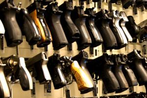 全球各國人均槍支數量排名,美國人均一把(3.9億把)