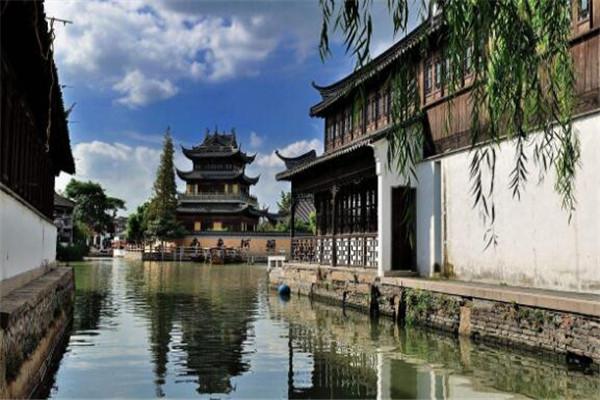 上海最有名的地方 外滩属经典,其余个个也都是人气爆棚