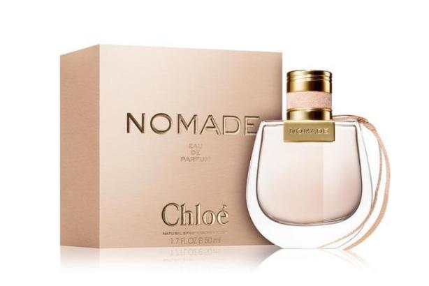 Chloe最近特别热门的一款香水,味道超级甜美,包装也是特别有少女心,纷纷的瓶身很吸引人。香水的味道是比较有个性的小苍兰藿香,中调则是布拉斯李,闻起来很神奇,有着一种雨后森林的清爽感,特别迷人。