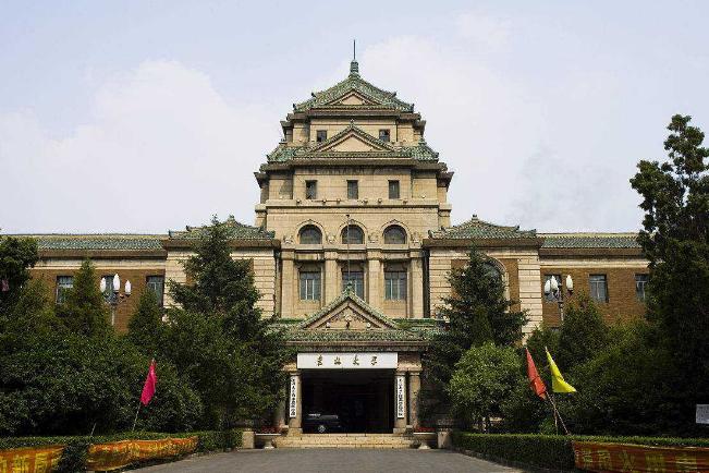 全国top10大学排行榜 北大第一,清华第二