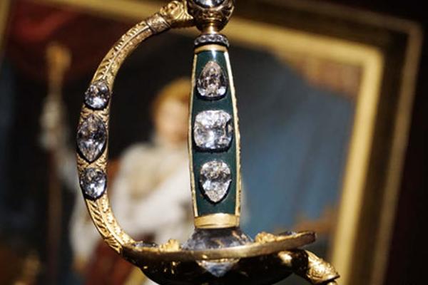 世界五大诅咒宝石 拥有它的人都会离奇死亡
