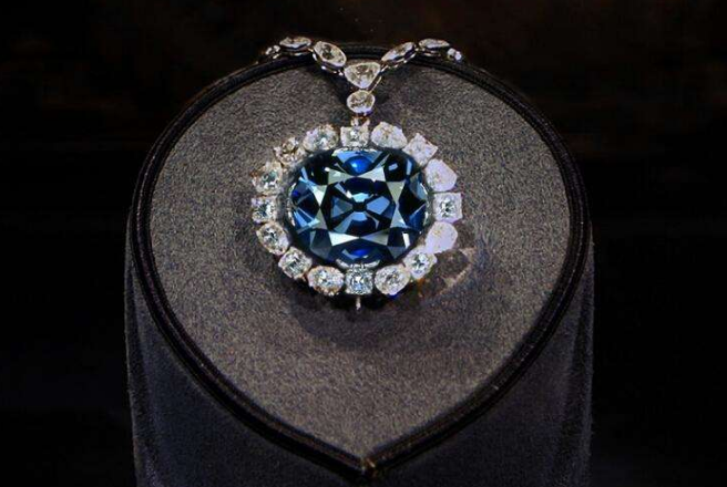 世界五大诅咒宝石 光明之山钻石重800克拉(被称灾难之星)