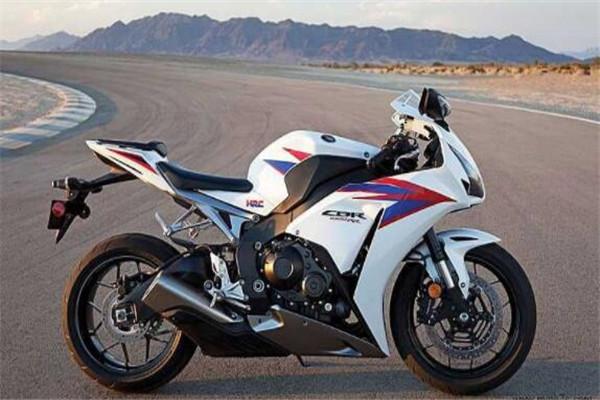 世界十大赛道摩托车,川崎忍者ZX-14R百公里加速只需2.1秒