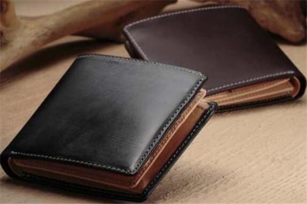 年轻男生用什么牌子的钱包好?适合年轻男生钱包品牌