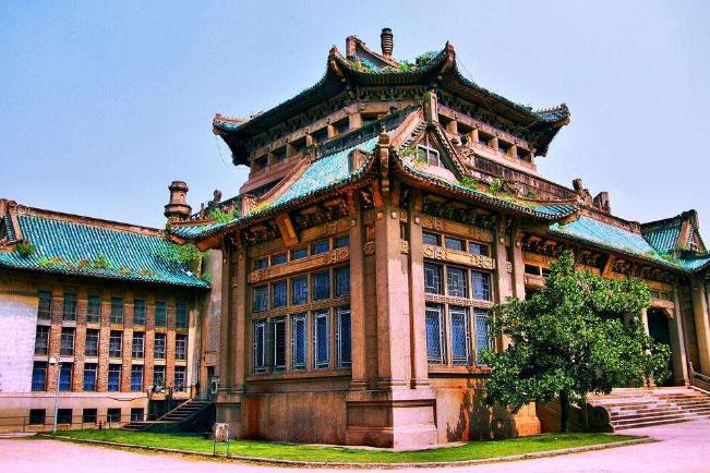 全国十大名牌大学 清华第一,北大第二