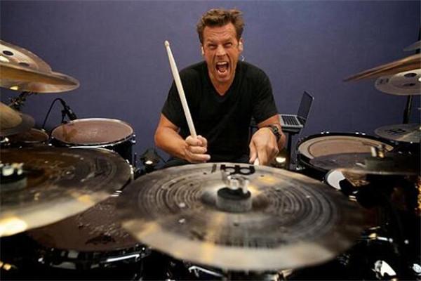 世界鼓王十大排名,BEYOND乐队叶世荣上榜,你更喜欢哪位