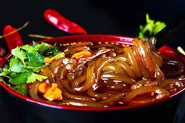 重庆八一路小吃街必吃,吃货必去的美食之地