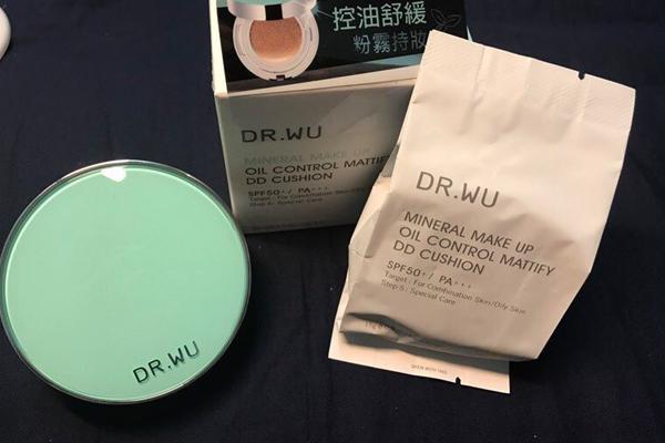 台湾必买十大单品彩妆:眼影/Mkup素颜霜上榜(性价比高)