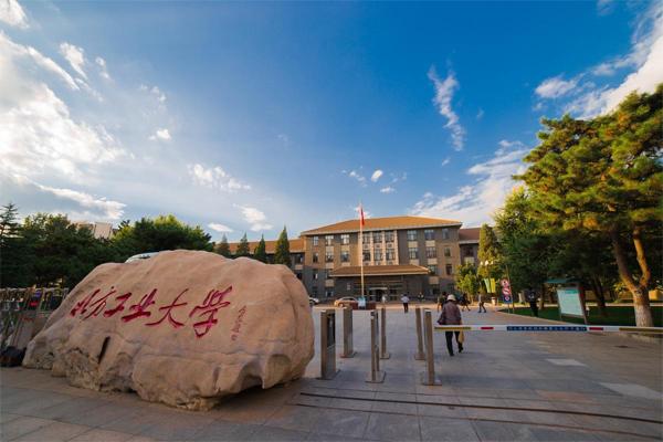 二本新闻系大学排名 山西农业大学上榜,第一名十分让人意外
