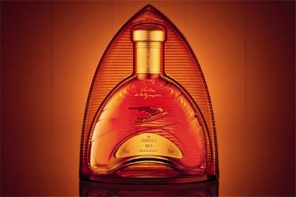 世界十大干邑品牌,拿破仑居第一,马爹利年销百万箱