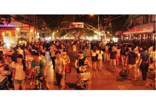 郑州最有名夜市小吃街 深夜食堂,正宗的河南美食