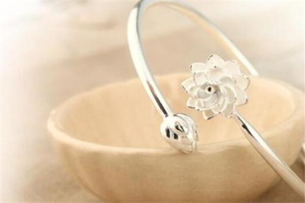 全国十大银饰品牌,七度银饰受欢迎,第一跨越了三个世纪