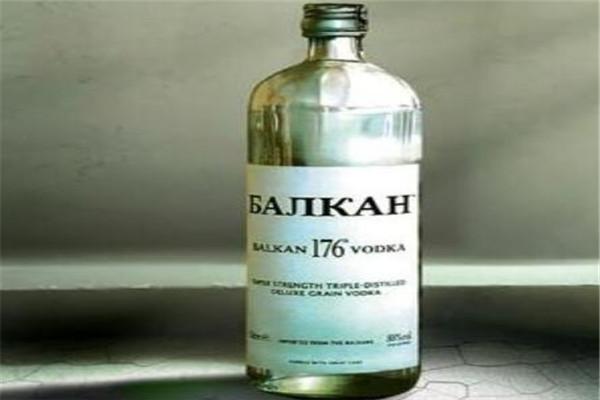 世界白酒排名,我国多款上榜,波兰精馏伏特加度数有96%