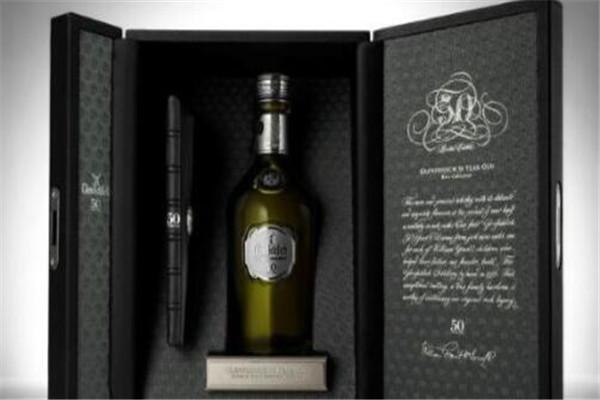 世界四大名酒排名,艾雷岛威士忌限量版光瓶身价值千万